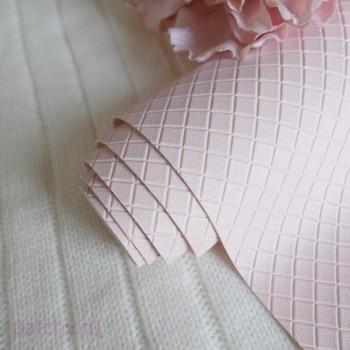 Кожзам в квадратик светло-розовый