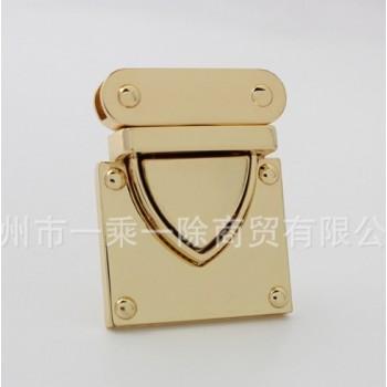 Пряжка нажимная Золото (треугольником)